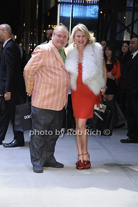 Hunt Slonem, Lady Liliana Cavendish    photo by Rob Rich/SocietyAllure.com © 2013 robwayne1@aol.com 516-676-3939