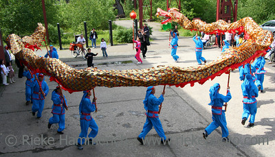 dragon-dance - performers running