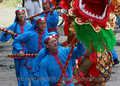 dragon-dance - concentrated performers