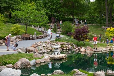 arboretum_japanese_garden_people