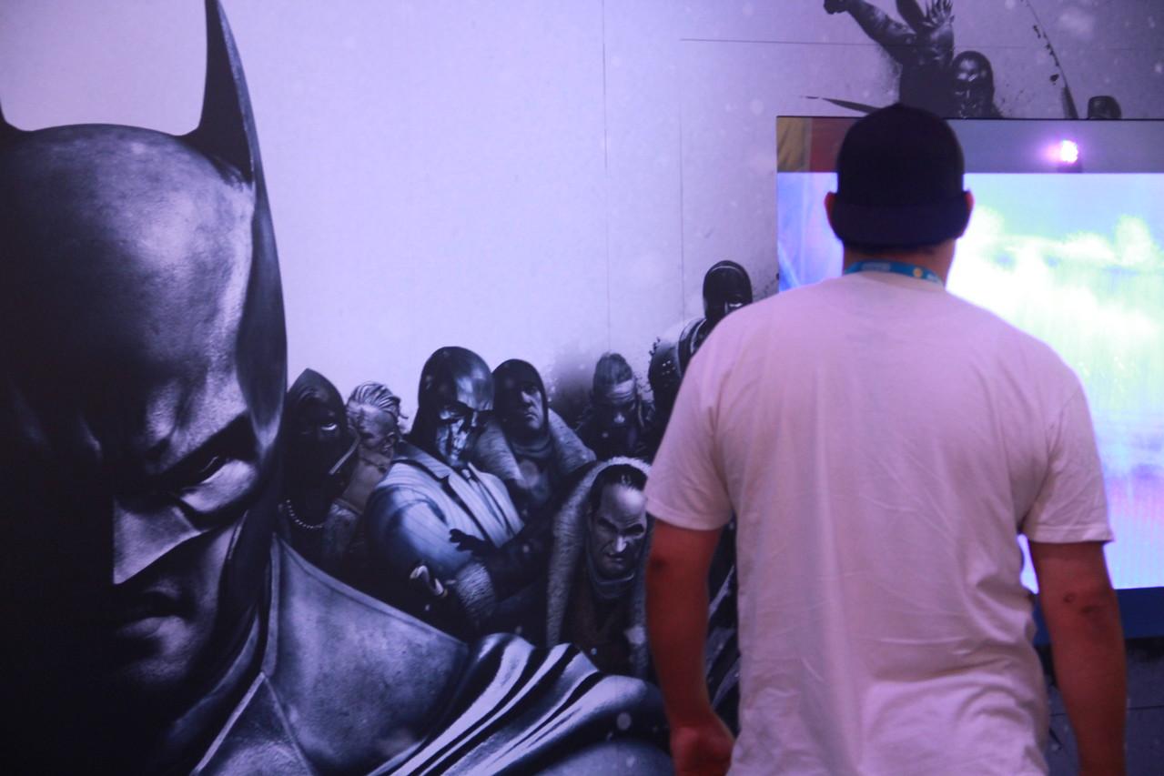 A gamer checks out the trailer for Batman: Arkham Origins.
