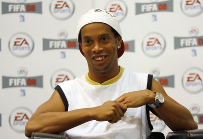 Barcelona's soccer player Ronaldinho attends a press conference before a motion capture filming for the new game FIFA 08 in Barcelona, May 24, 2007. REUTERS/Albert Gea (SPAIN)