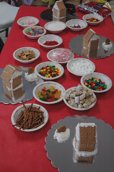 2011 12 ECDS Gingerbread Party 1