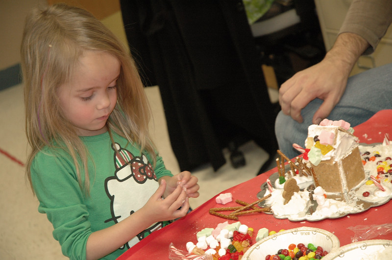 2011 12 ECDS Gingerbread Party 45