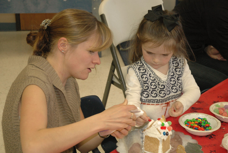 2011 12 ECDS Gingerbread Party 13