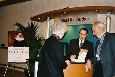 Raymond Arroyo signs his book