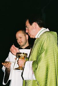 Bishop Vigneron dispenses Communion