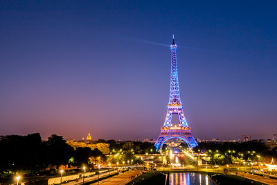 Torre Eiffel con la bandera europea