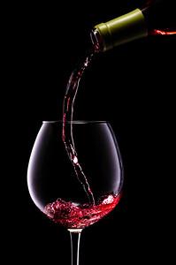 Una copa de vino Irancy