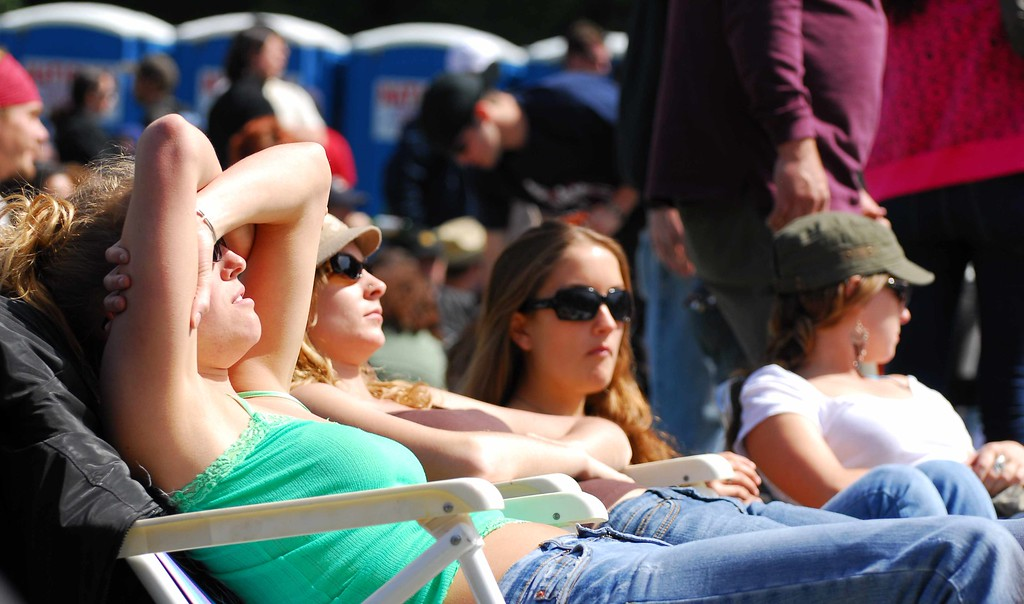 The girls go for a tan at Earthday concert at GG Park