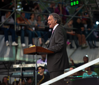 Rep. Ed Markey (D-MA) speaks to the thousands gathered for the Climate Rally held at the National Mall in Washington DC, a free concert for the 40th anniversary of Earth Day.  April 25, 2010.  (Photo by Jeff Malet)