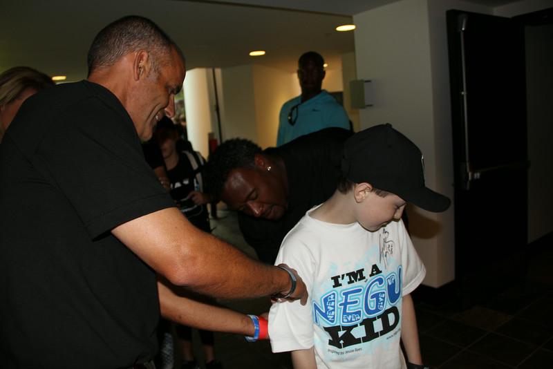 Willie McGinest Signs Matt's Shirt