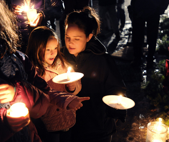 "isabelle Mazal, 6, and her mother Courtney were  among about 200 people that gathered to remember the elk.<br /> Jim Riemersma was among Mapleton Hill residents holding a candlelight vigil Sunday evening, celebrating the life of the fallen elk.<br /> For a video and more photos of the vigil, go to  <a href=""http://www.dailycamera.com"">http://www.dailycamera.com</a>.<br /> Cliff Grassmick  / January 6, 2013"