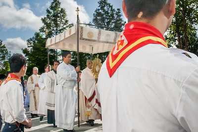 Members of the Our Lady of Vietnam Church youth group kneel as the eucharistic procession moves toward the entrance to the Georgia International Convention Center, College Park.  (Photo by Thomas Spink / Archdiocese of Atlanta)