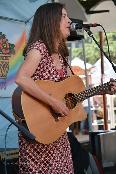 Laura Kemp at Eugene Saturday Market (2014)