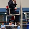 De burgemeester van Amstelveen, mr J.H.C. van Zanen treedt na zijn toespraak even op als scheidsrechter.<br /> <br /> The mayor of Amstelveen, Mr. J.H.C. van Zanen occurs as referee, after his speech towards the volleybalplayers.
