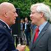 Henk Dijkstra, directeur van het Leger des Heils Amsterdam, in gesprek.