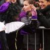 Deze kleine Zwarte Piet besteedde heel veel aandacht aan de grote hoeveelheid publiek die was toegestroomd om Sinterklaas in te halen in Amstelveen.