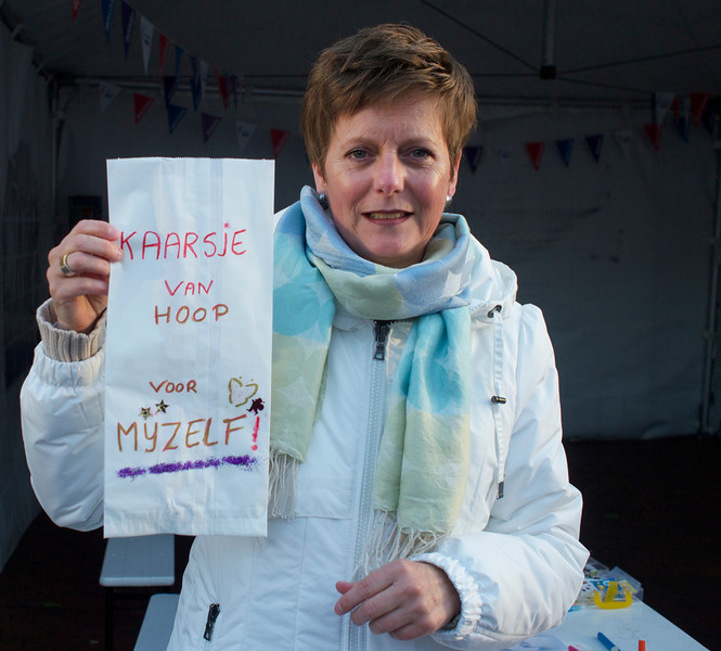 """""""Candle of hope for myself"""". That is what this woman wrote on her bag that later were lit by a candle during the Relay for life that is held in Amstelveen."""