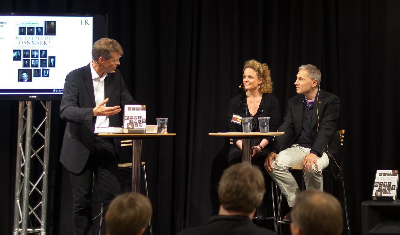 """Bogforum 2011 præsentation af """"Nu Gælder Det Danmark!"""""""