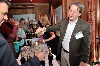 Mark Fedor pours a sample for blogger Frank Morgan