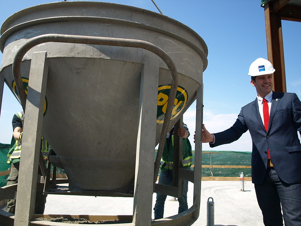 Mayor Don Iveson with final pour of concrete on the rooftop of Edmonton Tower.