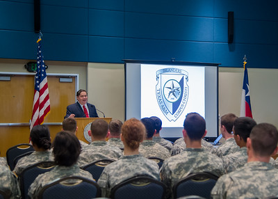 Congressman Blake Farenthold speaks to cadets at the ROTC Cadet Forum.