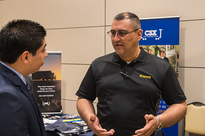 Frank Vera speaks to students for internship and career options at Kiewit