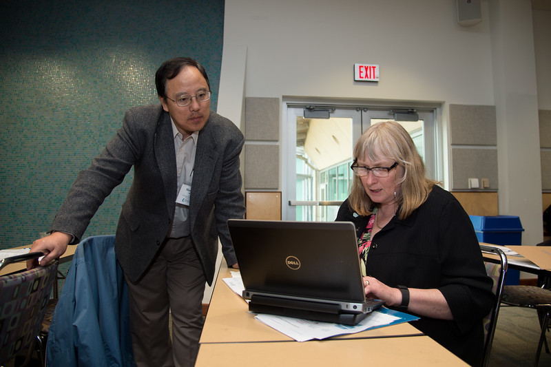 Hongqing Wang (left) and Denise Reed getting ready for the Ecohealth Metrics presentation.