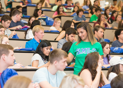 Orientation leader Laraine Shawa passes out question cards during the new student orientation. Monday June 13, 2016 in Bay Hall.