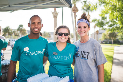 Emmanuel Ekop (left), Ali Kohutek and Faith Moorhouse assist students during Move-In Day.