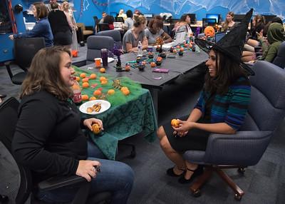 Student Alysa McBride has a conversation with Honors Director Elizabeth Shope.