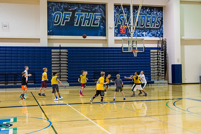 kids playing basketball at the 2016 summer basketball camp