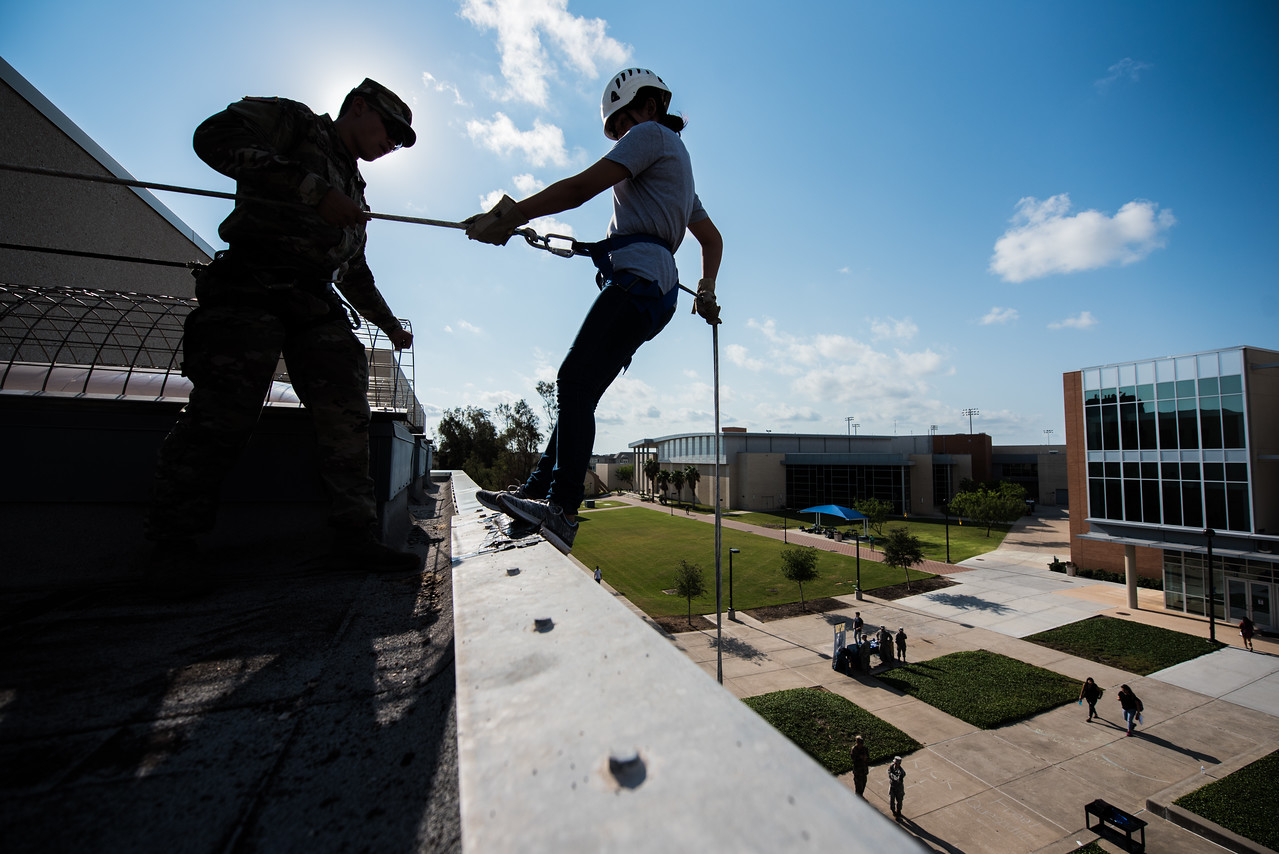 091517_ROTC_Rappelling-2838