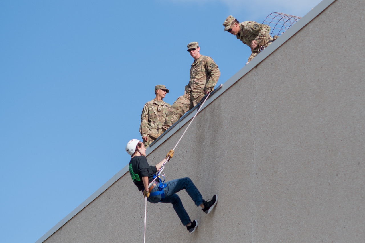 091517_ROTC_Rappelling-4130