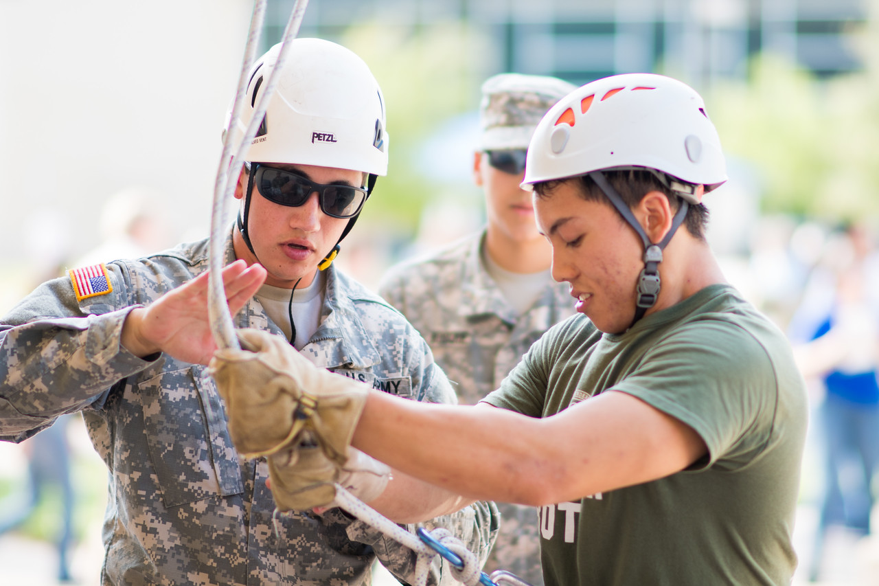 091517_ROTC_Rappelling-4166