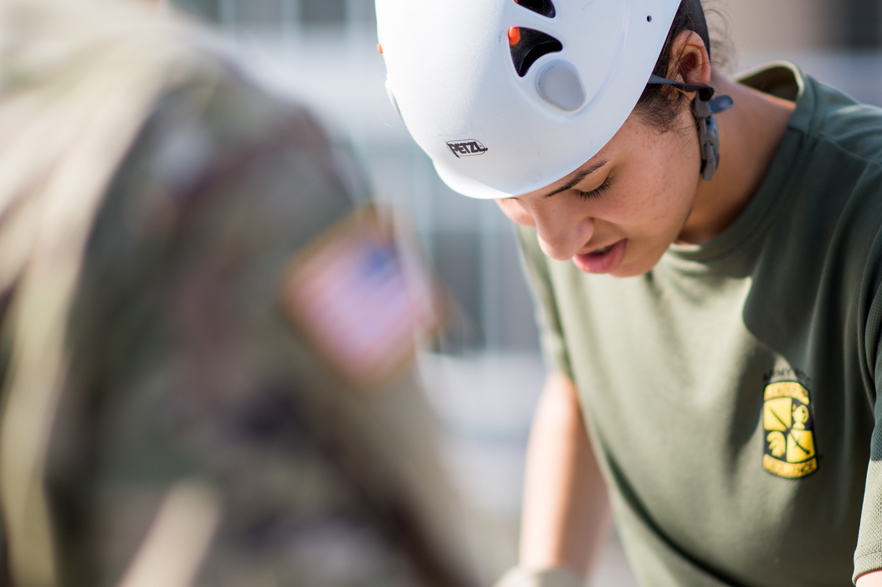 091517_ROTC_Rappelling-4198
