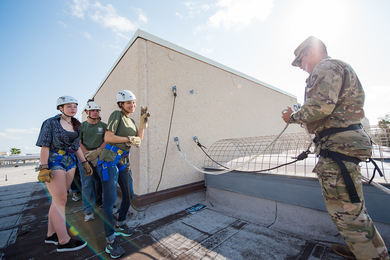 091517_ROTC_Rappelling-2851