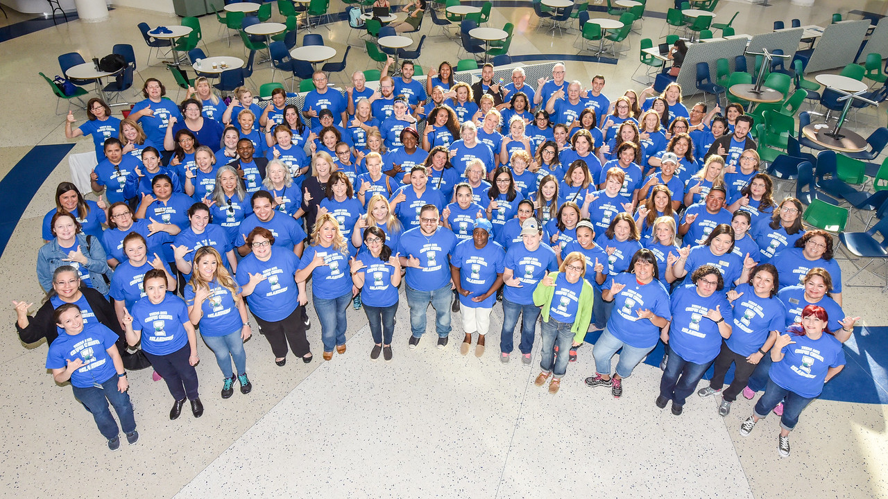 Islander faculty and staff gather for a group photo prior to heading out to volunteer sites during national Giving Tuesday.  Click on the link to read more: http://bit.ly/2iBaWYs