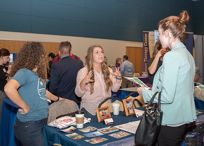 2018_03067-CareerFair_LW-8587