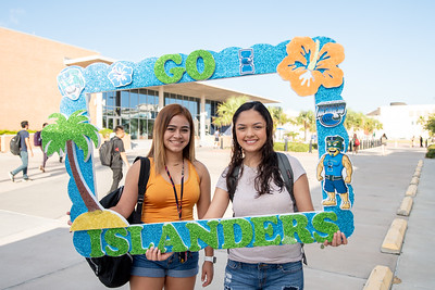 Alexi Loya (left) and Stephanie Hernandez gather for a photo to celebrate their first day of the fall 2018 semester.