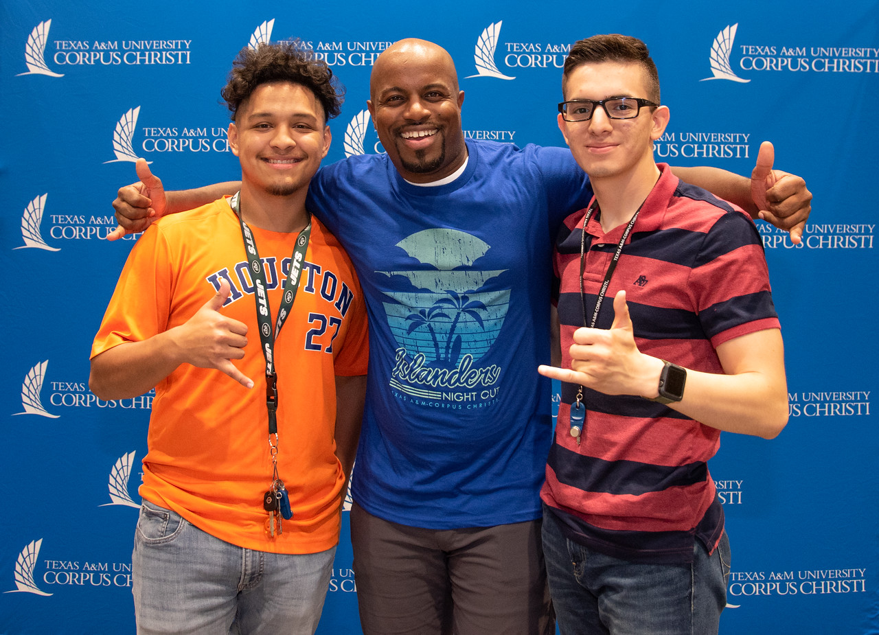 Dominic Vargas (left) and Avonn Trevino (right) pose with Islanders NIght Out special guest speaker Justin Jones-Fosu at the University Centers anchor ballroom.