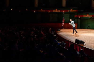 Craig Kielburger engages with the audience during his talk at the Fall 2018 Distinguished Speaker Series event.