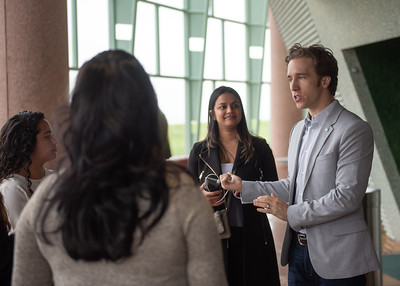 Craig Kielburger speaks with attendees of the Fall 2018 Distinguished Speaker Series Student Forum before it begins.