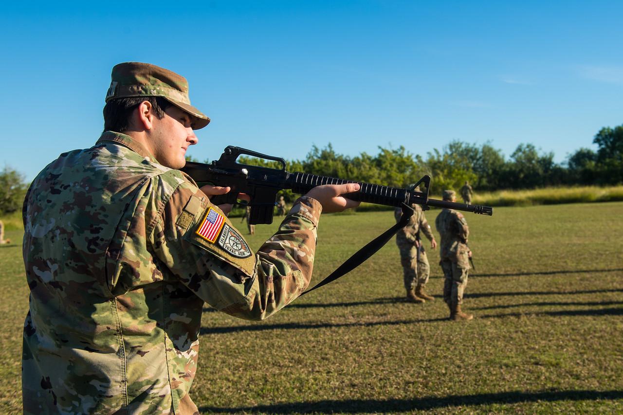 2018_1102-ROTC-Drills-0327