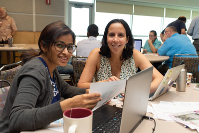 Bipana Sigdel (left) and Inia Soto at the Microcontrollers Workshop at the Harte Research Institute.
