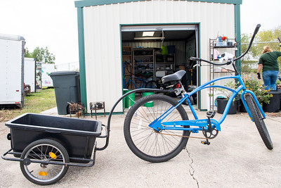 The previous Islander Green Team's bike was only able to carry two bins of compost at a time.