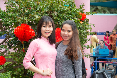 Huyen Bui (left) and Nhu Le enjoying the CSSA event.