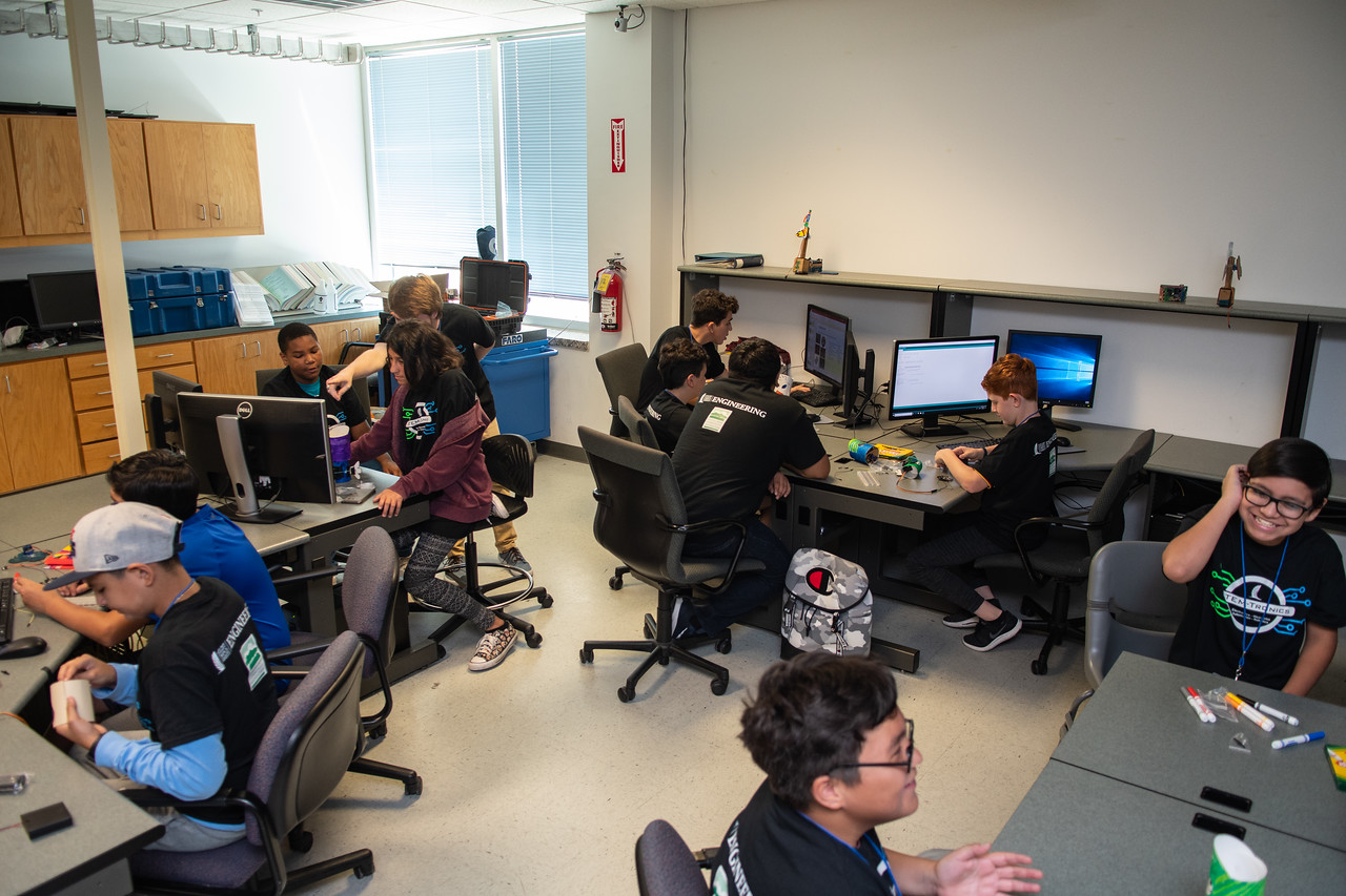 2019_0619-STEM-TronicsCamp-MK-6728
