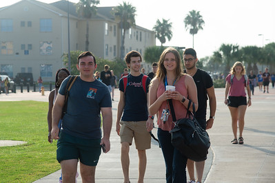 Islander students walking to their first class of the fall 2019 semester.